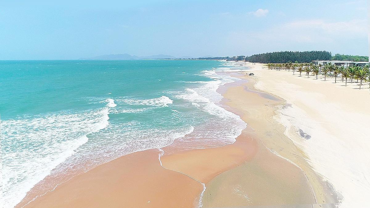 Sở hữu bãi biển đẹp nên thơ, Hồ Tràm là một trong số ít các điểm đến thu hút luồng khách du lịch hiện nay.