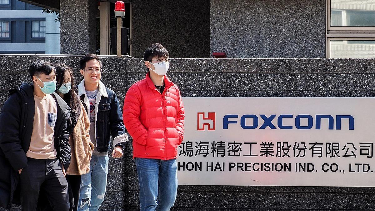 Bên ngoài một trụ sở của Foxconn. Ảnh: EPA