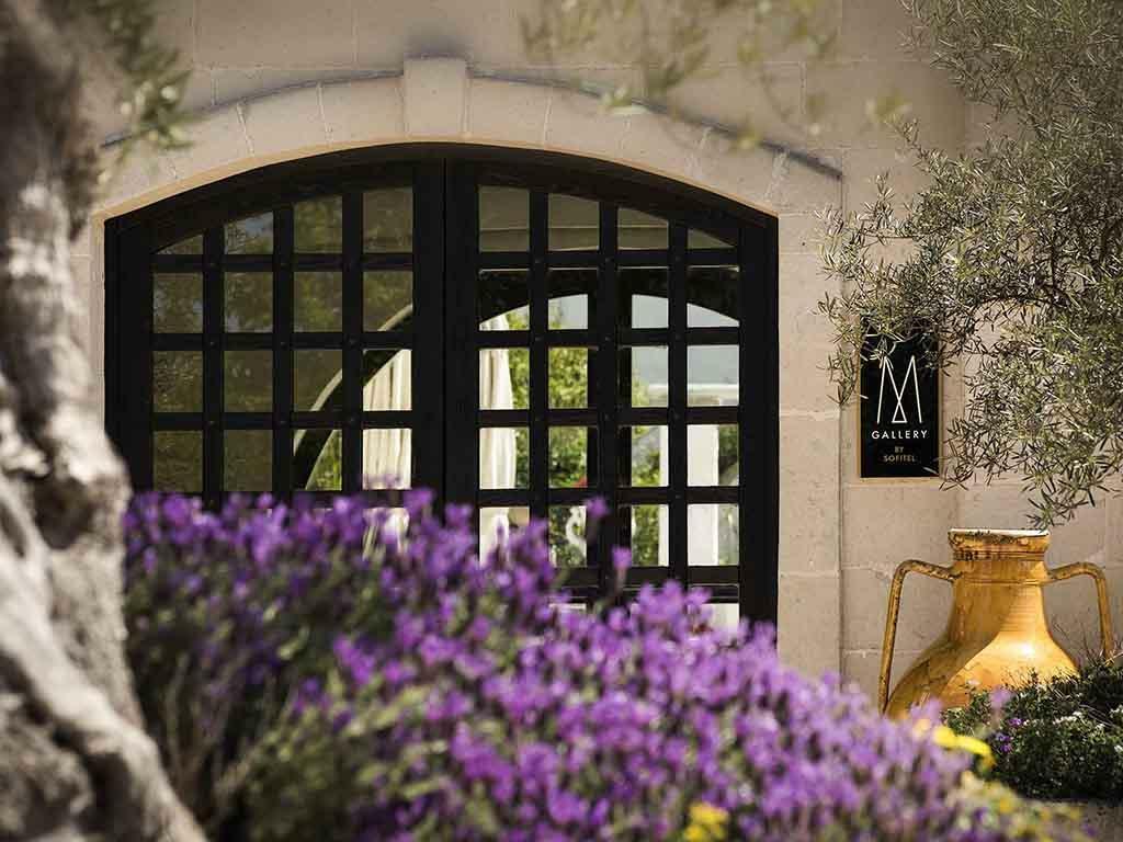 MGallery là một trong những thương hiệu vận hành khách sạn boutique hàng đầu thế giới trực thuộc tập đoàn quản lý khách sạn Accor Hotels. Ông lớn nước Pháp vốn sở hữu danh mục các thương hiệu nổi tiếng, đa dạng trong tất cả các phân khúc như Raffles, Pullman, Grand Mercure, Novotel, Mercure, Ibis...