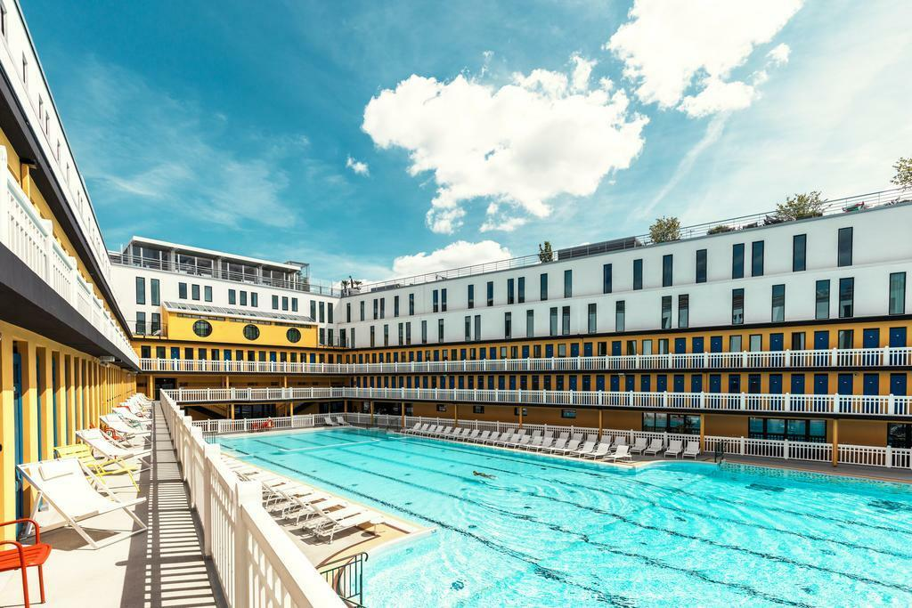 Nổi bật trong số hơn 110 khách sạn MGallery trên thế giới có Hotel Molitor Paris (Pháp) với 124 phòng nghỉ và căn hộ. Khách sạn lần đầu đón khách năm 2014, nhưng công trình này vốn là bể bơi Piscine Molitor, xây dựng và mở cửa từ năm 1929. Trong hơn sáu thập tiếp theo, đây được coi là bể bơi biểu tượng của giới thượng lưu tại Paris, trước khi đóng cửa vào 1989 và chìm vào giấc ngủ sâu trong 25 năm.   Kiến trúc sư Jean-Philippe Nuel khi thiết kế Hotel Molitor Paris quyết định không phá bỏ hồ bơi rộng lớn ở trung tâm khách sạn để giữ lại tinh thần xưa cũ, nhưng ông đồng thời thổi vào kiến trúc một màu sắc mới nhằm mang đến cho du khách cảm giác yên bình.
