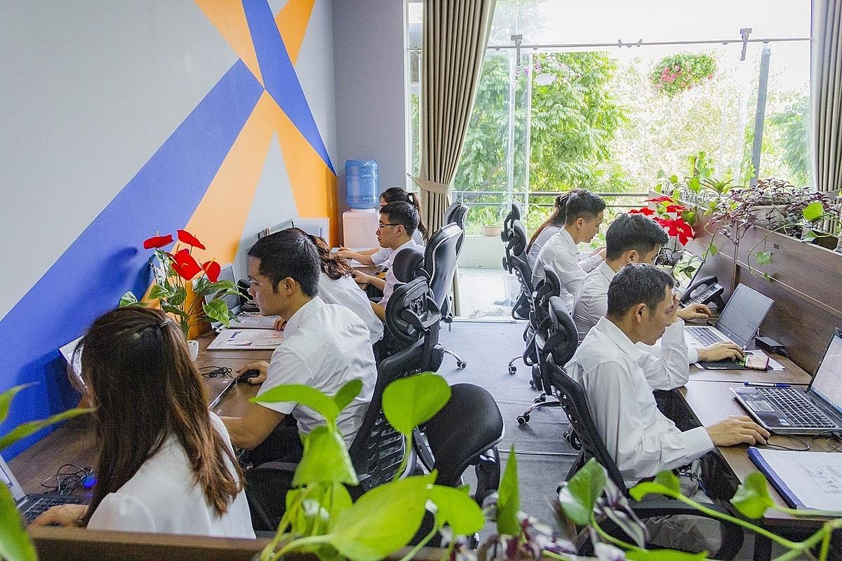 Nhân viên công ty làm việc bằng cái tâm cùng sự nhiệt huyết để đảm bảo chất lượng của công trình.
