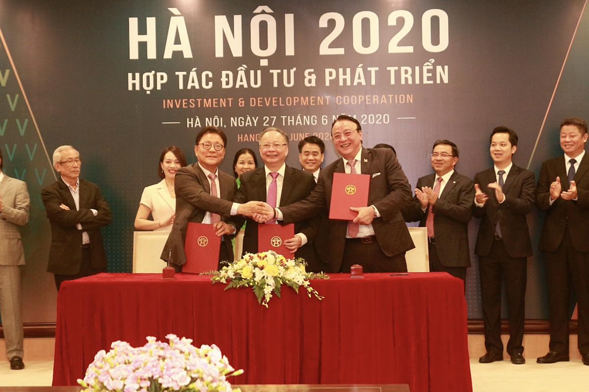 Đại diện Tp Hà Nội và Tập đoàn Tân Hoàng Minh ký kết biên bản ghi nhớ cam kết đầu tư dự án Thành phố vệ tinh thông minh Xuân Mai Smart City.