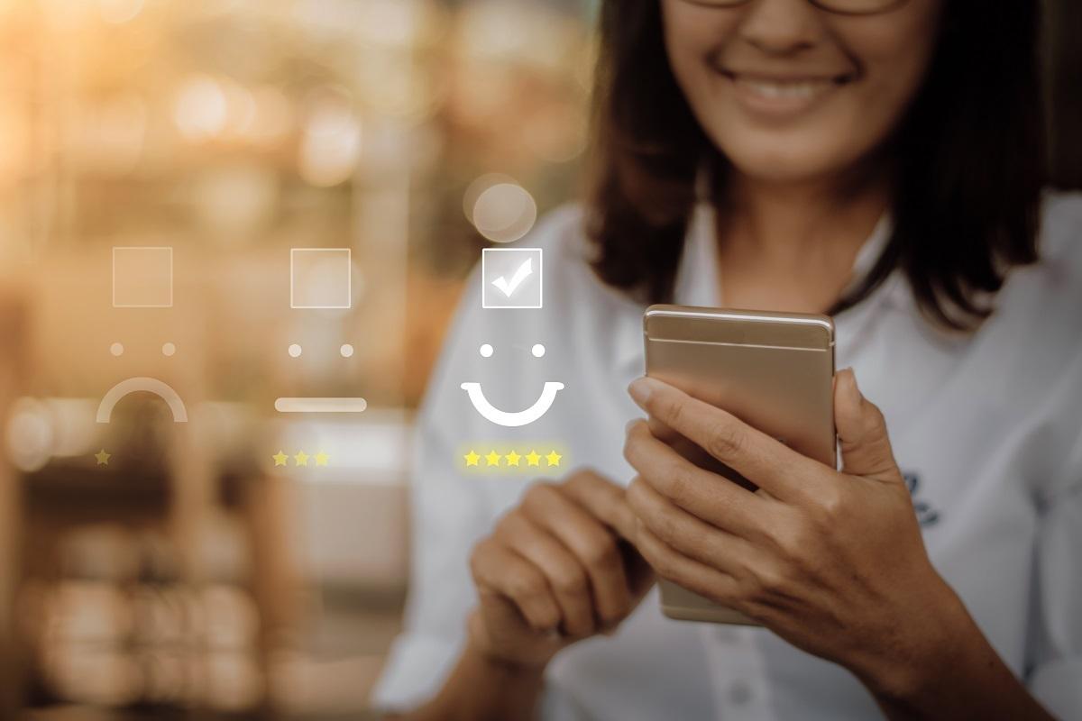 Người tiêu dùng quan tâm nhiều đến những dịch vụ và trải nghiệm mang lại giá trị cộng thêm như dịch vụ trực tuyến, tư vấn miễn phí hay tích điểm đổi quà, bên cạnh những quyền lợi chính của sản phẩm.