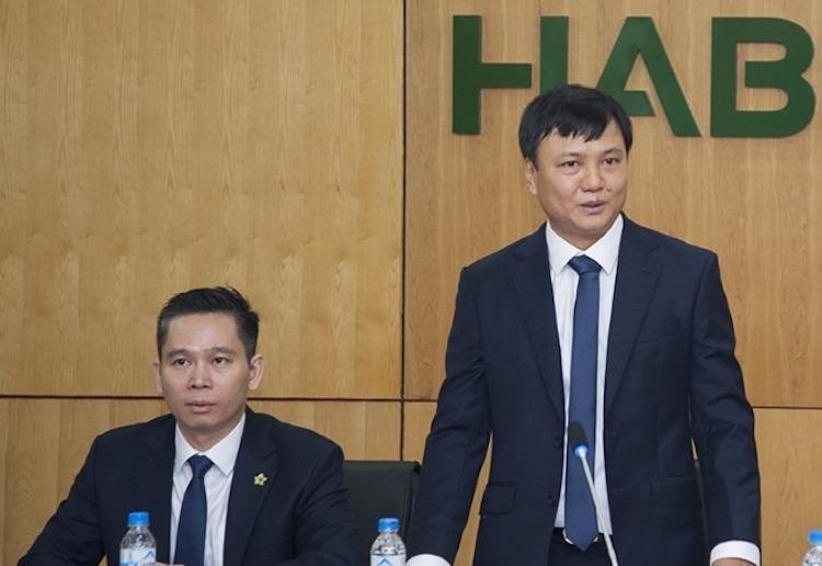 Ông Trần Đình Thanh - Chủ tịch HĐQT Habeco (người đứng). Ảnh: Minh Hà