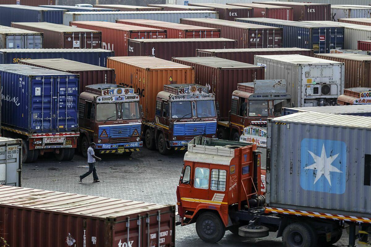 Xe container tại cảng Jawaharlal Nehru (Ấn Độ). Ảnh: Bloomberg