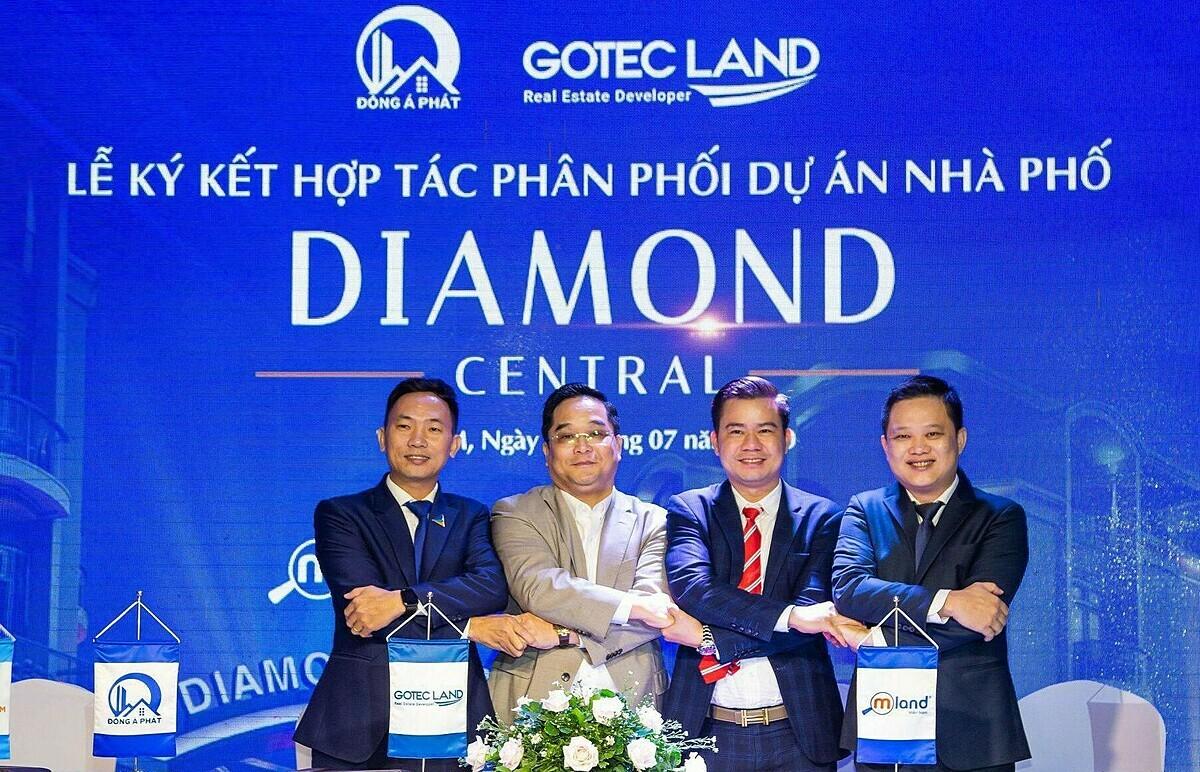 Đại diện Gotec Land, Đông Tây Realty, Mland Miền Nam và Đất Xanh Miền Nam bắt tay hợp tác.