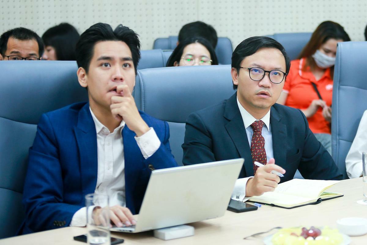 Đại biểu lắng nghe các thông tin do chuyên gia FPT chia sẻ. Ảnh: Cao Tuấn