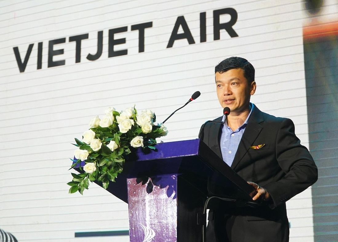 Ông Lưu Đức Khánh, Giám đốc điều hành Vietjet chia sẻ về chiến lược phát triển nhân sự của hãng hàng không này tại lễ trao giải Nơi làm việc tốt nhất châu Á khu vực Việt Nam, hôm 1/7 tại TP HCM.