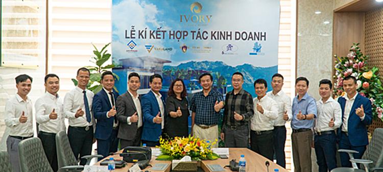 Lễ ký kết hợp tác phát triển Ivory Villas & Resort hôm 1/7.