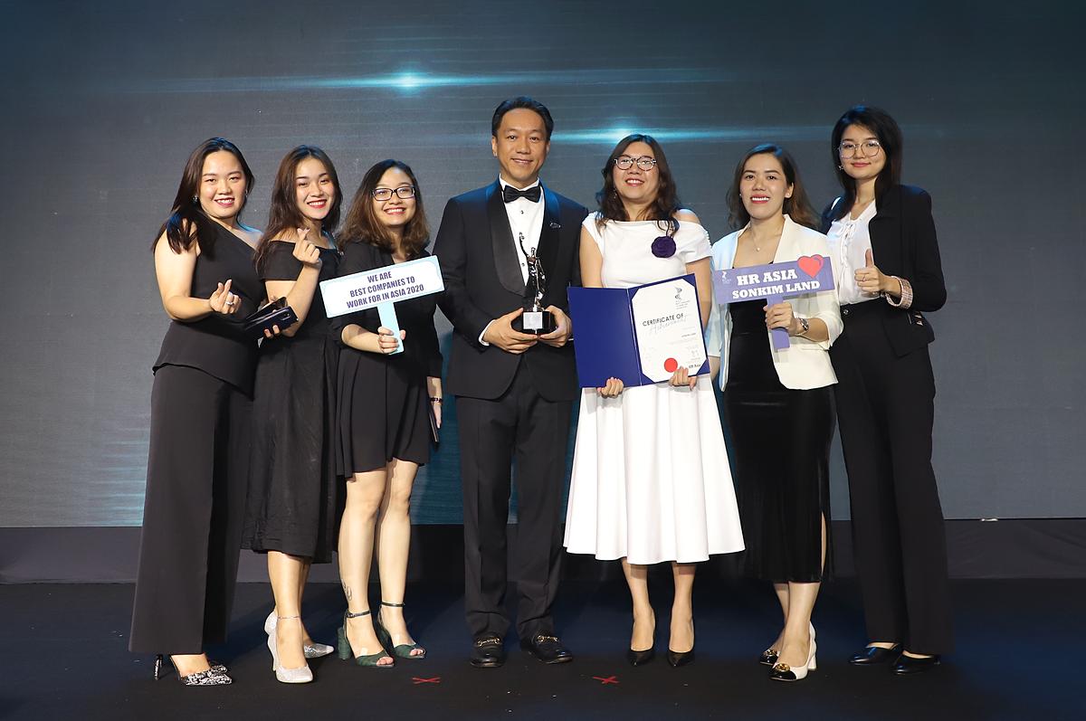 Đại diện SonKim Land tại lễ trao giải Nơi làm việc tốt nhất châu Á năm 2020 khu vực Việt Nam.