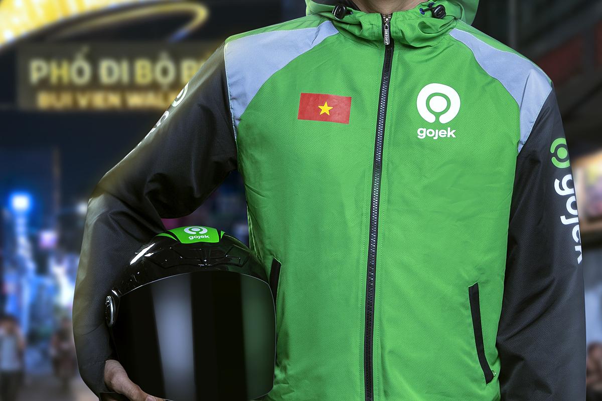 Trang phục mới của tài xế GoViet sau khi chuyển đổi thành Gojek Việt Nam. Ảnh: GoViet