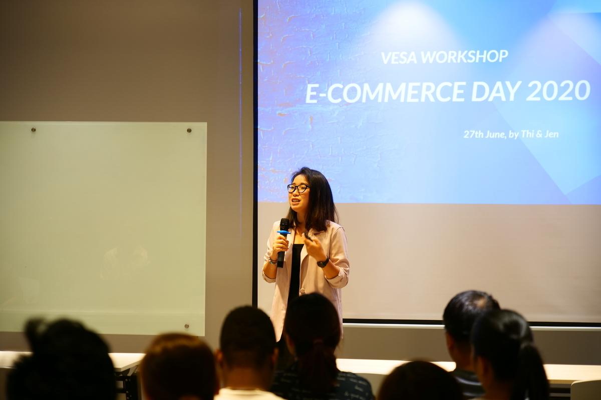Diễn giả chia sẻ tại sự kiện E-commerce Day 2020.