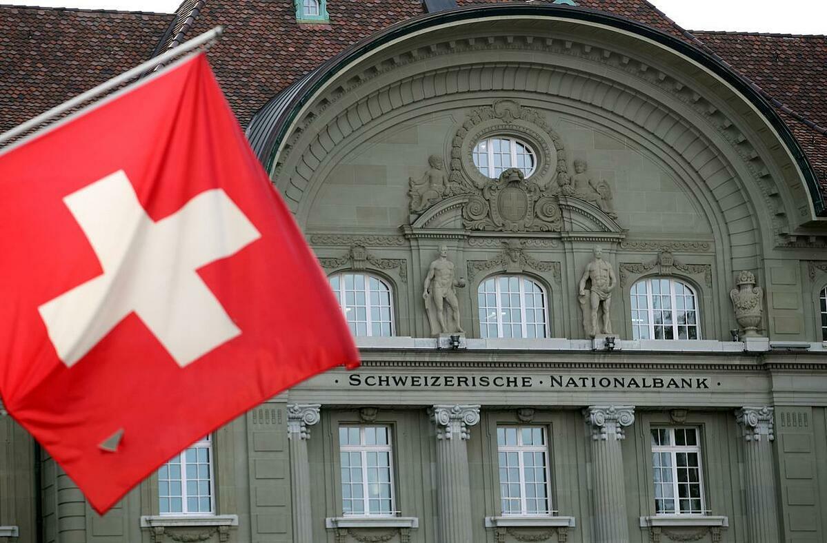 Bên ngoài Ngân hàng Trung ương Thụy Sĩ tại Bern. Ảnh: Reuters