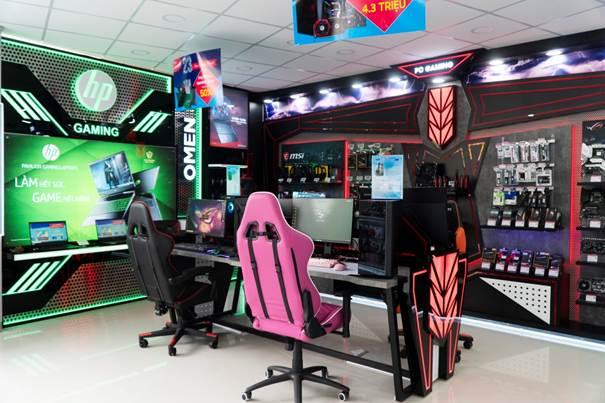 Bộ sản phẩm PC, bàn, ghế cho game thủ.