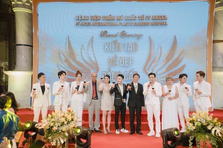 Đại diện JT Angel và các nghệ sỹ có mặt tại sự kiện.
