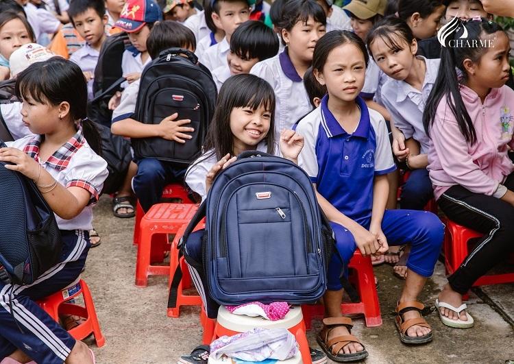 Gương mặt rạng rỡ của các em nhỏ tại trường tiểu học Doi Lầu. Ảnh: Charme Perfurme