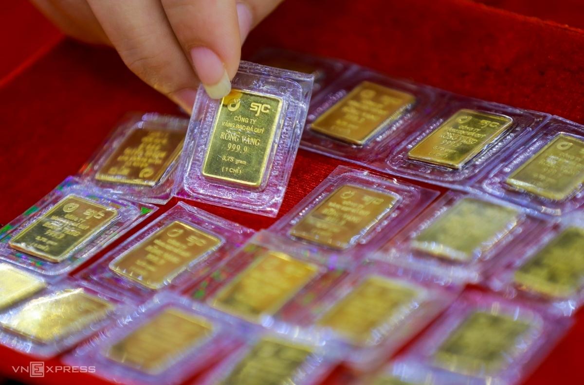 Vàng miếng SJC trưng bày tại một cửa hàng ở quận Bình Thạnh, TP HCM. Ảnh: Quỳnh Trần.