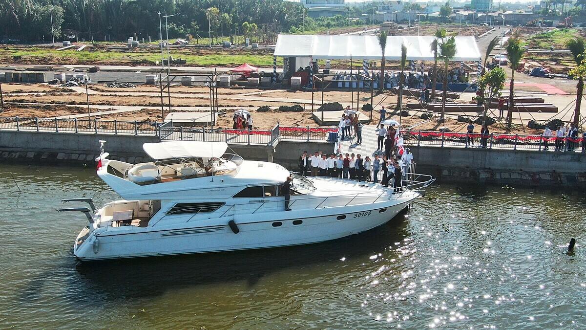 Bến du thuyền tại công viên The Pearl River Park đang trong quá trình hoàn thành.