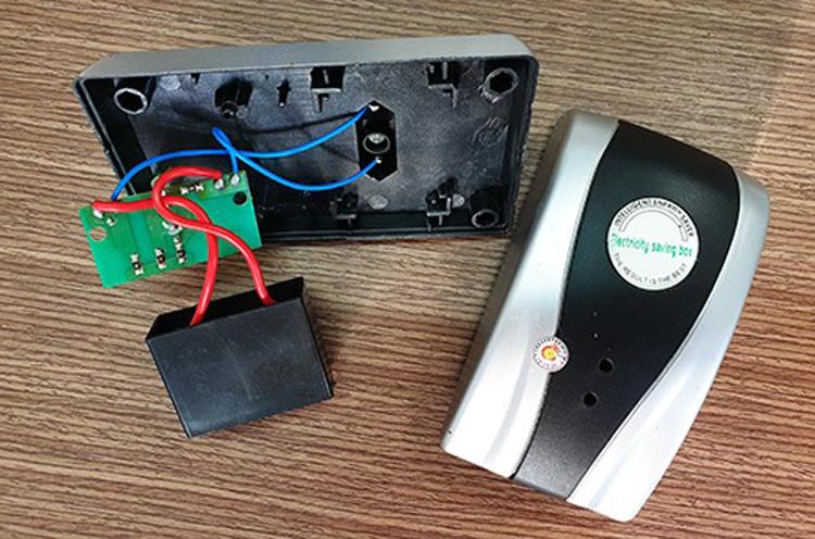 Một thiết bị được quảng cáo là có thể tiết kiệm điện năng.