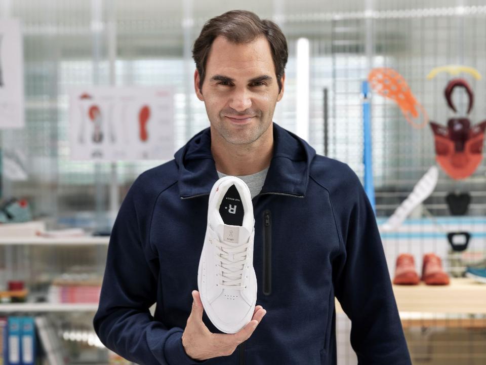 Một mẫu giầy On trên tay Federer. Ảnh: On