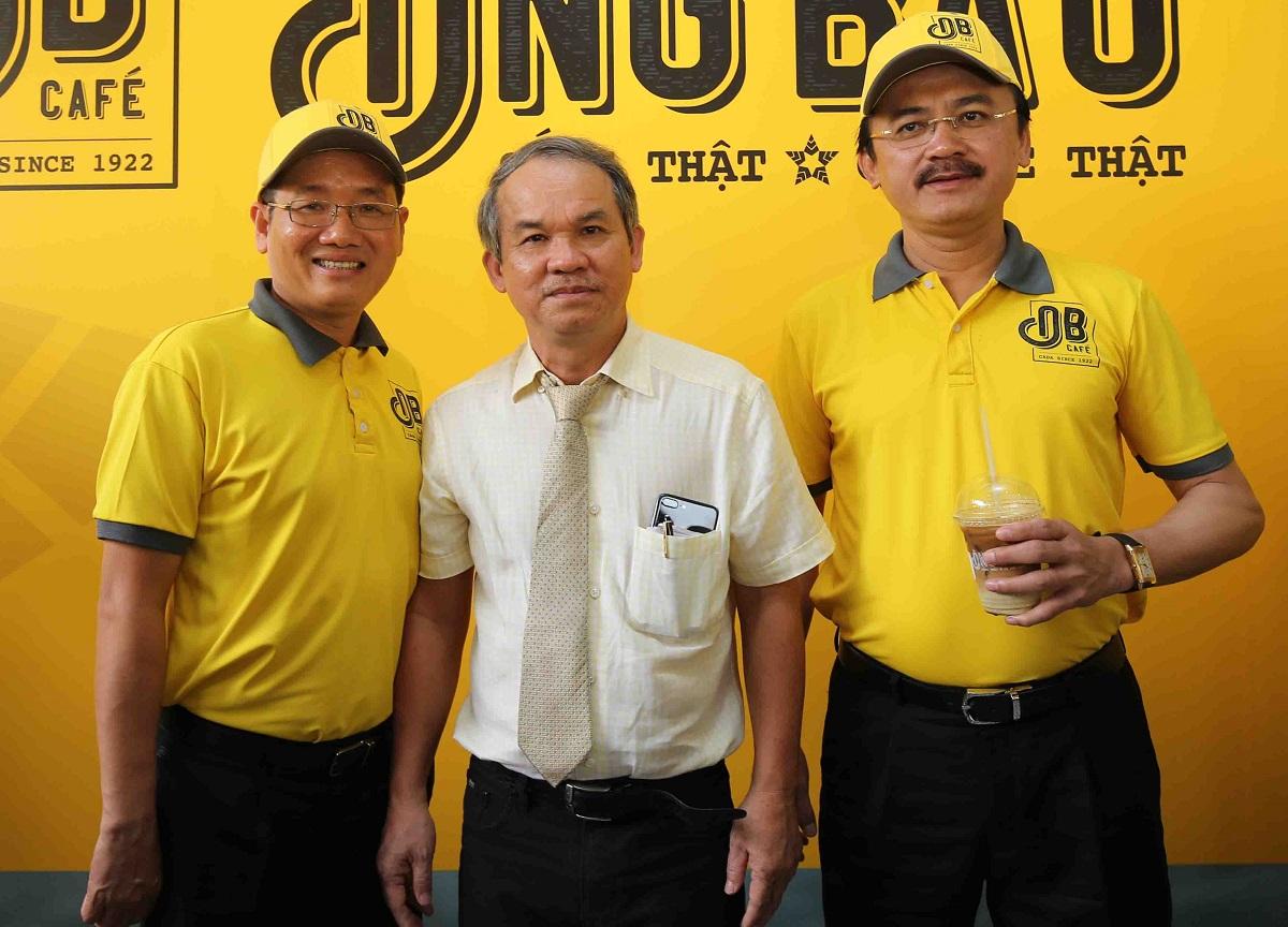 Ba ông bầu trong sự kiện công bố chuỗi cà phê cán mốc 100 điểm bán trên toàn quốc. Từ trái sang phải: ông Nguyễn Thanh Hải, ông Đoàn Nguyên Đức và ông Võ Quốc Thắng.