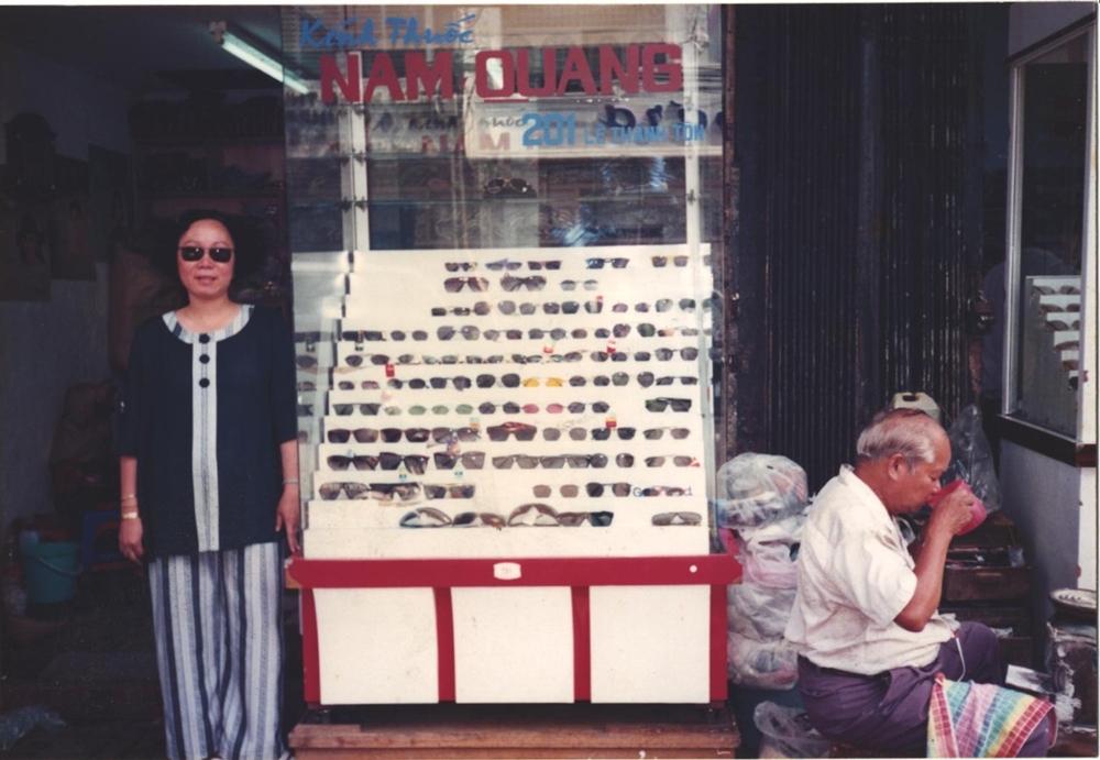 Cửa hàng kính mắt Nam Quang bắt đầu phục vụ khách hàng từ năm 1958.