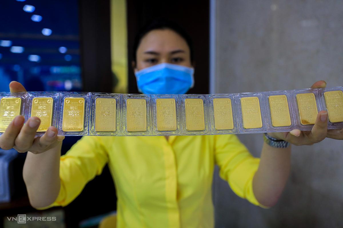 Giao dịch vàng tại TP HCM. Ảnh: Quỳnh Trần.