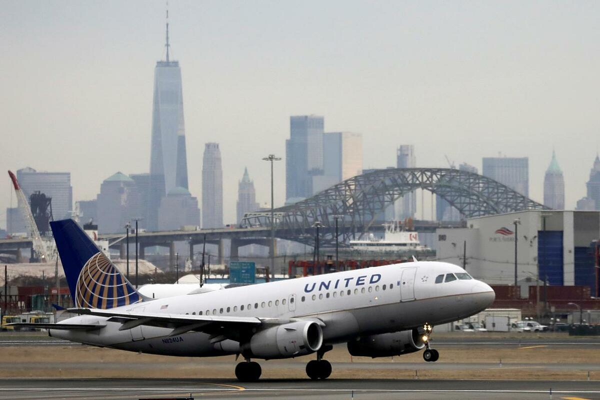 Một máy bay của United Airlines tại New Jersey (Mỹ). Ảnh: Reuters