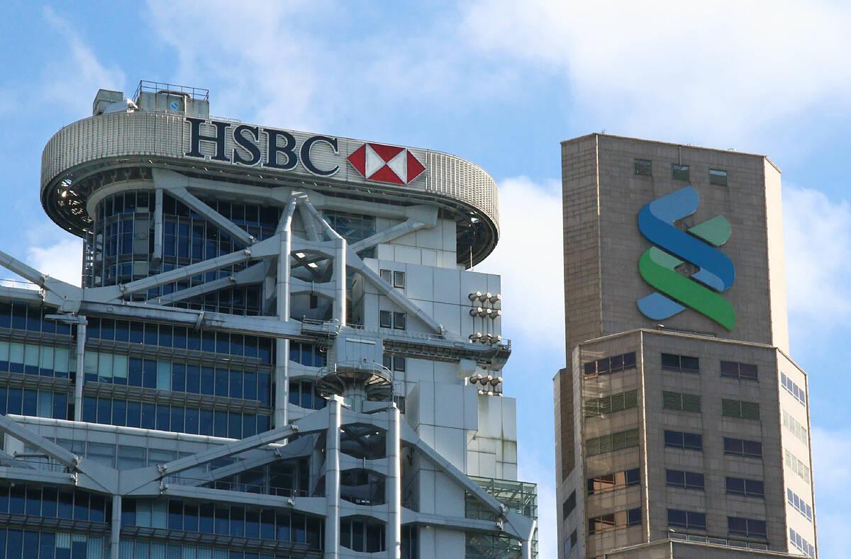 Tòa nhà của HSBC và Standard Chartered tại Hong Kong. Ảnh: Nikkei Asian Review