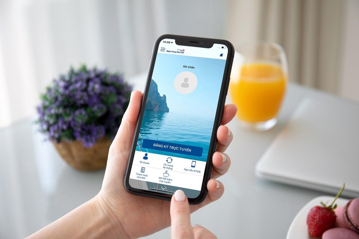 Khách hàng đăng ký mở tài khoản thanh toán của Bản Việt trên ứng dụng Viet Capital Mobile Banking.