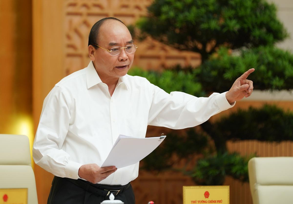Thủ tướng Nguyễn Xuân Phúc chủ trì cuộc họp với các bộ, ngành địa phương về đẩy nhanh giải ngân đầu tư công, ngày 16/7. Ảnh: VGP