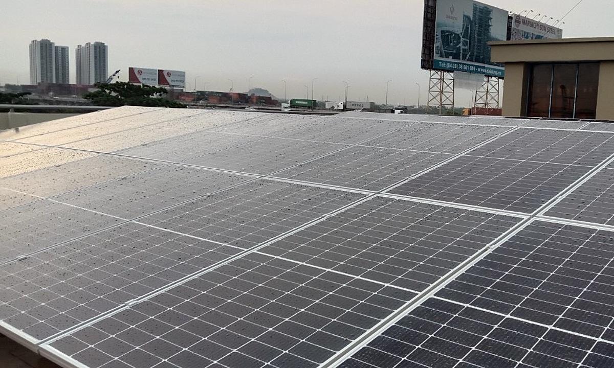 Một góc hệ thống điện mặt trời áp mái tại Cảng Đồng Nai. Ảnh: Nami Solar
