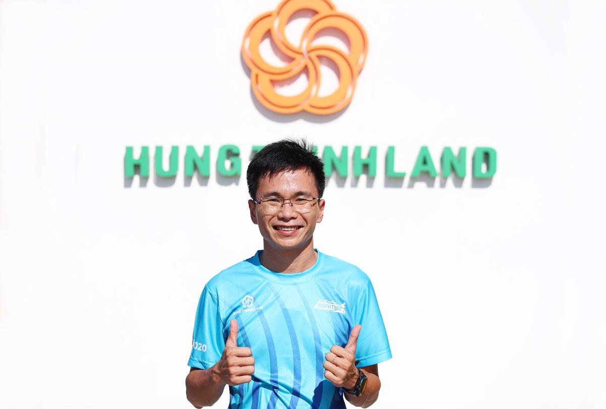 Anh Văn Quốc Thiện Hữu, từ tập đoàn Hưng Thịnh tham gia VnExpress Marathon Quy Nhon 2020 cự ly 42 km. Ảnh: Phạm Chiểu.
