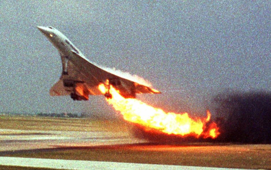 Chiếc Concorde bốc cháy ở gần Paris ngày 25/7/2000.
