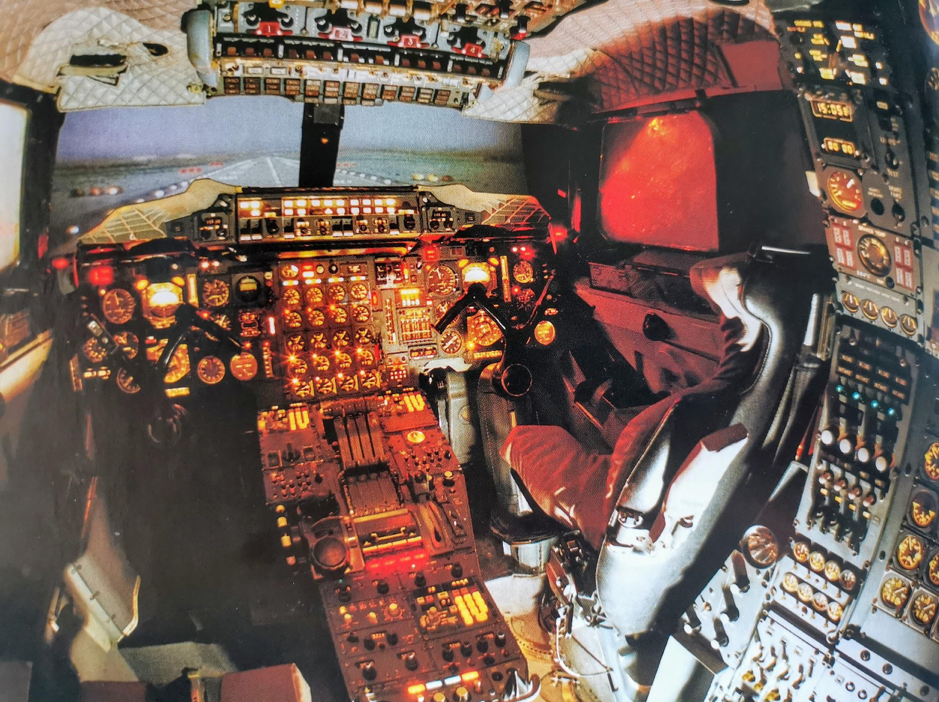 Cận cảnh buồng lái của Concorde.