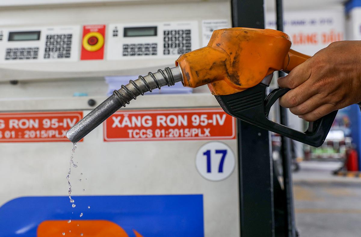 Cây xăng tại góc đường Hai Bà Trưng, quận 1 (TP HCM). Ảnh: Quỳnh Trần.