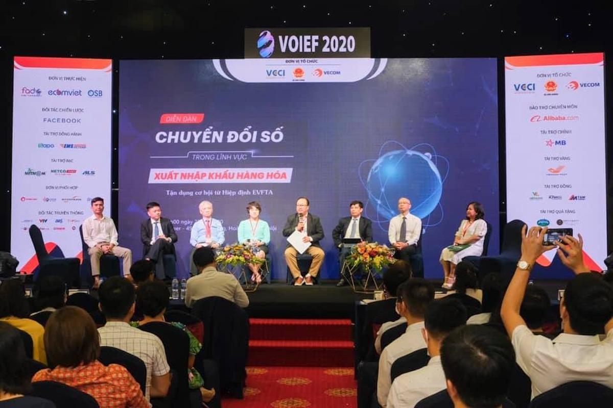 Các chuyên gia thảo luận tại DIễn đàn Chuyển đổi số xuất nhập khẩu, tận dụng cơ hội EVFTA ngày 28/7. Ảnh: Anh Minh