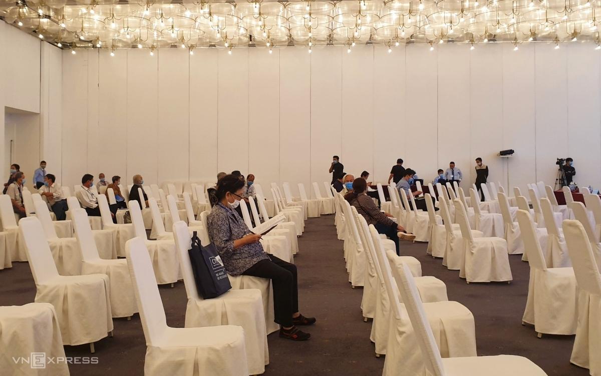9h sáng 29/7, hội trường tổ chức phiên họp thường niên lần thứ hai của Eximbank vẫn vắng vẻ. Ảnh: Phương Đông.