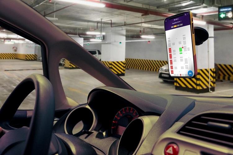Toàn bộ căn hộ tại tòa S1 đều ứng dụng công nghệ 4.0. Bước chân vào dự án, cư dân có thể trải nghiệm bãi đỗ xe thông minh với các tính năng như gửi xe không cần dùng thẻ, được hướng dẫn chỗ đậu xe còn trống. Ứng dụng giúp tiết kiệm thời gian, hạn chế tình trạng kẹt bãi đỗ xe những giờ cao điểm. Khi sử dụng thang máy, công nghệ Face ID có thể nhận diện chính xác khuôn mặt, tự động chọn tầng và đưa khách hàng lên đến tận cửa nhà, đảm bảo an ninh tuyệt đối cho mỗi gia chủ. Trong mỗi căn hộ, hệ thống Smarthome tự động bật tắt đèn hay điều hòa, đóng mở rèm..., giúp cuộc sống trở nên dễ dàng hơn. Bên cạnh đó, mỗi cư dân cài đặt ứng dụng Sunshine trên điện thoại cũng có thể thực hiện các dịch vụ như đặt hàng online, vé máy bay, xem phim, thanh toán điện nước...
