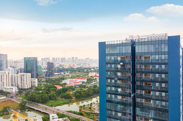 Sunshine City Sài Gòn có quy mô 9 tòa tháp, nằm trên đường Phú Thuận, sát bên khu đô thị Phú Mỹ Hưng. Ở thời điểm hiện tại, tòa tháp S1 đã hoàn thành hầu hết các hạng mục như ốp kính Low-E, lát đá Marble khối đế, trang trí sảnh, hoàn thiện căn hộ... , dự kiến bàn giao trong vài tháng tới.