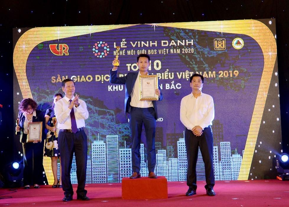 Hải Phát Land 5 năm liên tiếp được vinh danh tại hạng mục Sàn giao dịch bất động sản tiêu biểu Việt Nam.