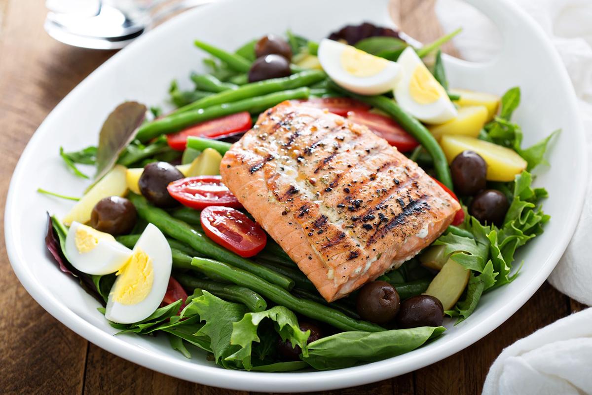 Chế độ dinh dưỡng cân đối, đủ 4 nhóm chất giúp