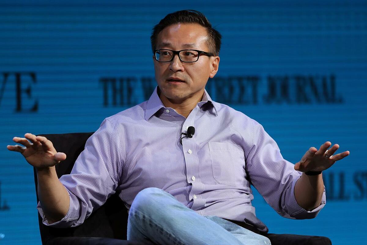 Đồng sáng lập Alibaba Joe Tsai. Ảnh: Reuters