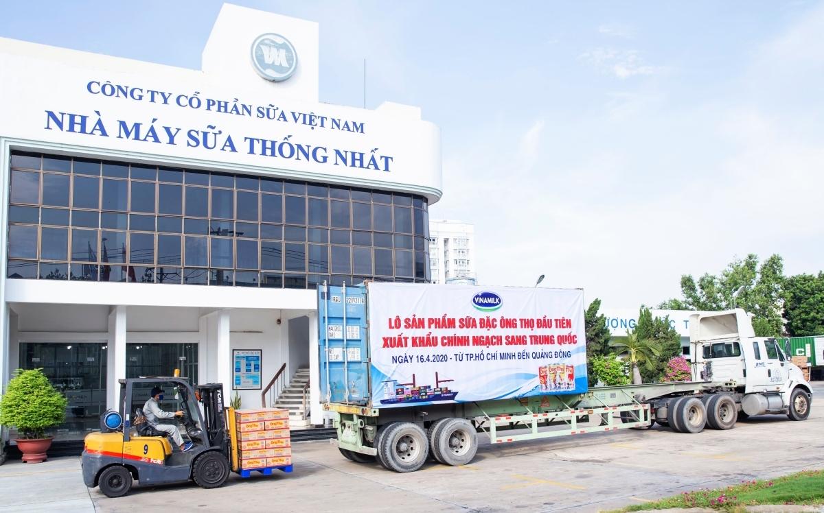 Vinamilk xuất khẩu lô sản phẩm sữa đặc đầu tiên sang Trung Quốc vào tháng 4/2020. Ảnh: Vinamilk.