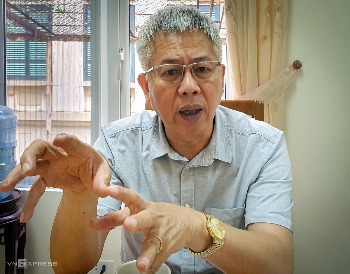 Ông Nguyễn Đức Kiên - Tổ trưởng tổ tư vấn kinh tế của Thủ tướng chia sẻ tại văn phòng làm việc chiều ngày 7/8. Ảnh: Phương Ánh.