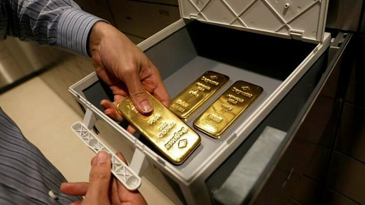 Giới giàu Hong Kong đang chuyển bớt vàng ra nước ngoài. Ảnh: Reuters