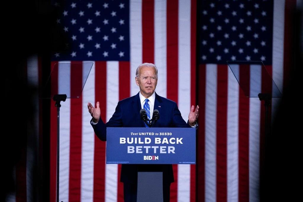 Ông Joe Biden phát triển trong một buổi vận động tranh cử. Ảnh: NYT