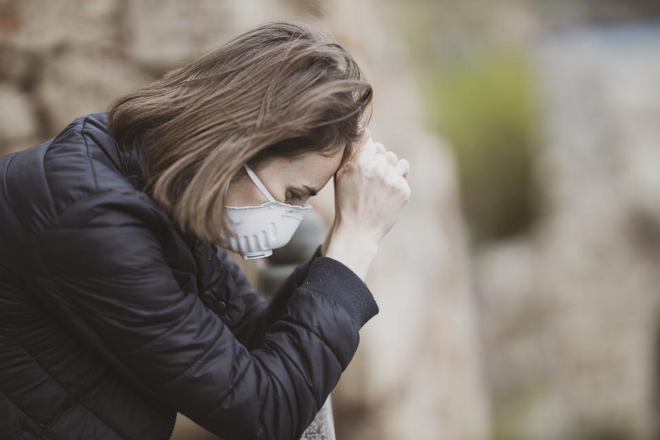 Sức khỏe tinh thần của một số người lao động có thể suy giảm đáng kể mùa dịch. Ảnh: Pixabay