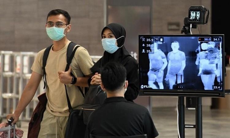 Điểm kiểm tra thân nhiệt tại sân bay quốc tế Changi, Singapore, ngày 27/2. Ảnh: AFP.
