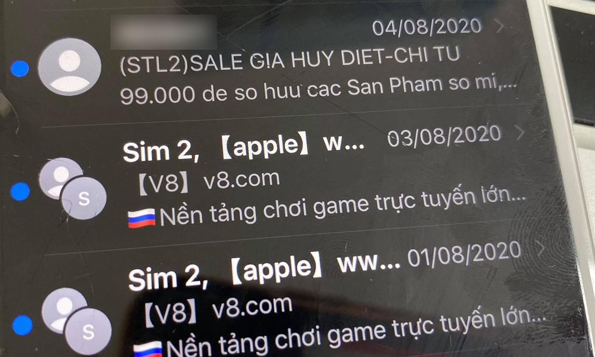 Các tin nhắn quảng cáo cờ bạc gửi qua iMessage. Ảnh: Anh Tú